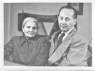 Józef Obrębski with his mother in Warsaw in the 1950s.